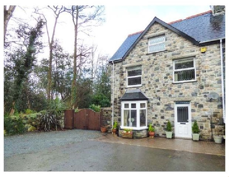 Tan y Coed a holiday cottage rental for 6 in Llanbedr,