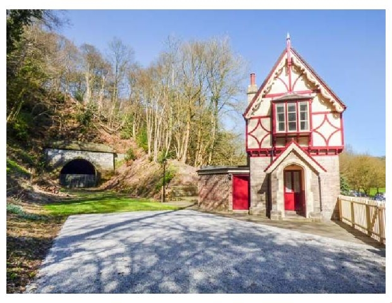 The Gate House a holiday cottage rental for 4 in Oakamoor,