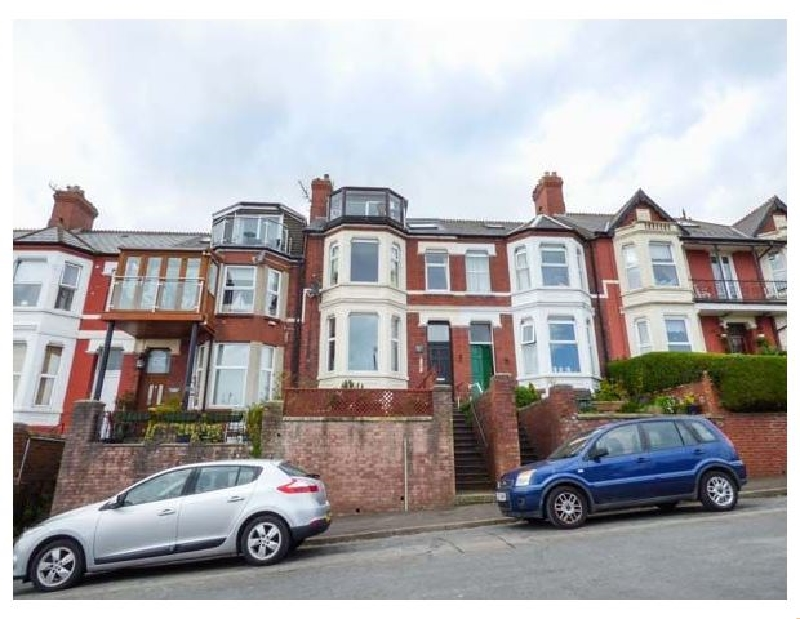 Upstairs Flat Crow's Nest a holiday cottage rental for 2 in Barry,
