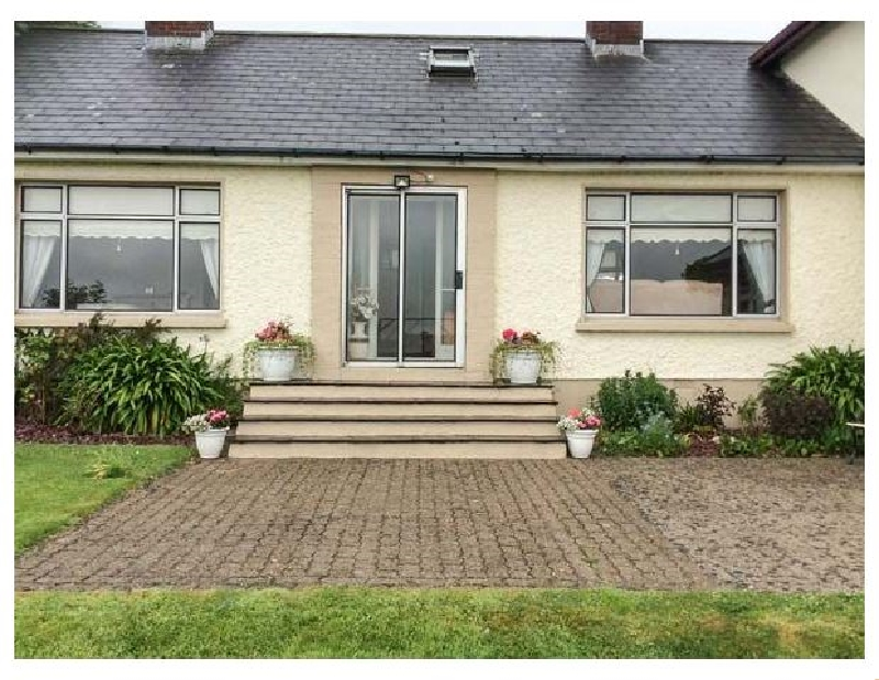 Ash Drive House a holiday cottage rental for 5 in Ballycanew,