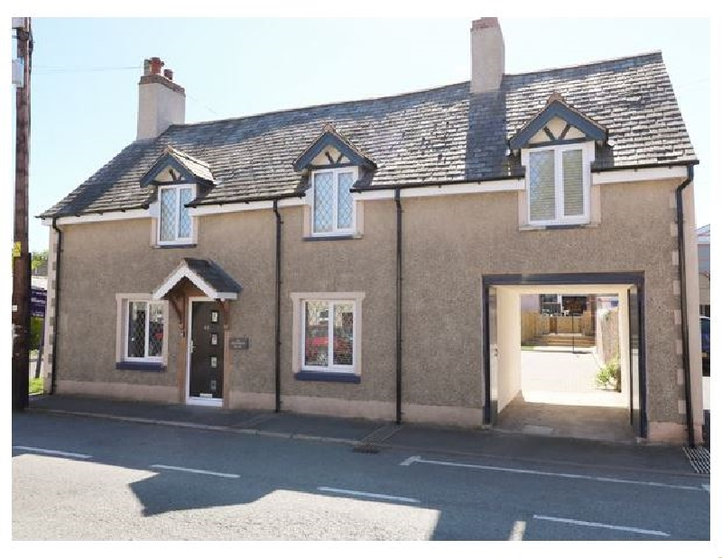 The Old Nags Head a holiday cottage rental for 8 in Ruthin,