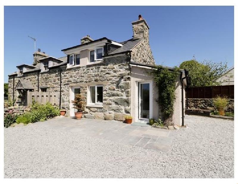 2 Borthwen Cottages a holiday cottage rental for 4 in Dyffryn Ardudwy,