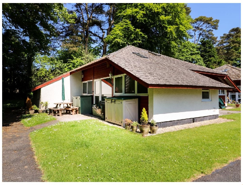 Trelessy Lodge a holiday cottage rental for 6 in Amroth,