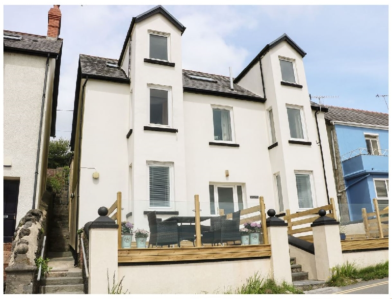 Glan Y Mor a holiday cottage rental for 4 in Amroth,