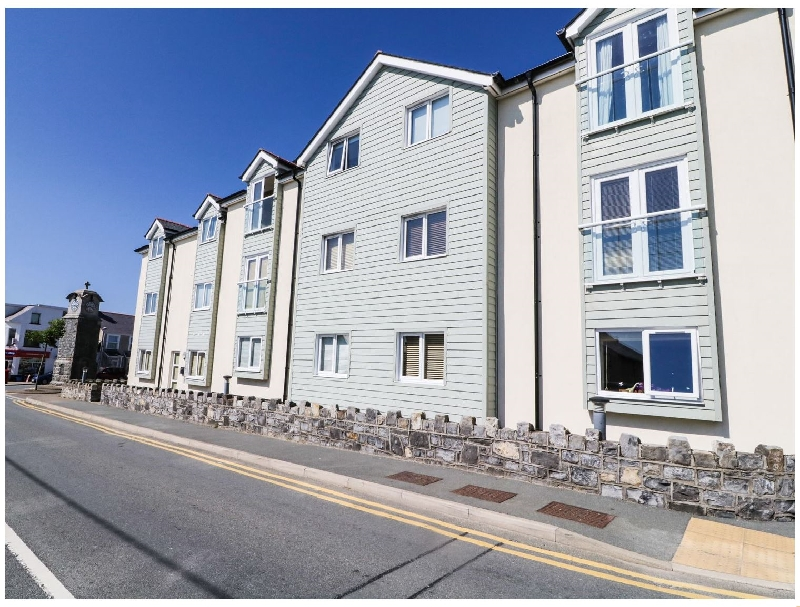 Maelog- 14 Tides Reach a holiday cottage rental for 4 in Rhosneigr,