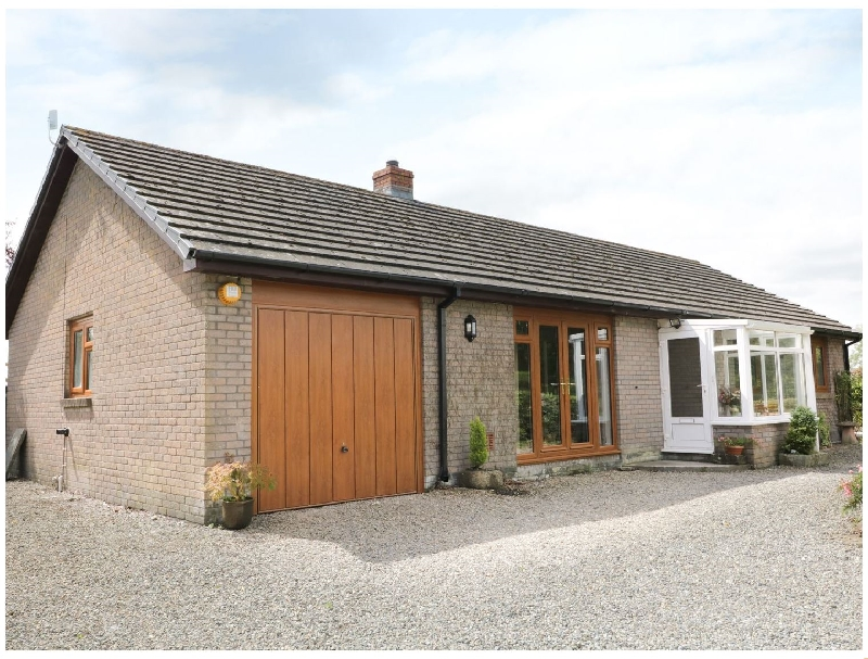 Yr Hen Ffald a holiday cottage rental for 6 in Pontarddulais,