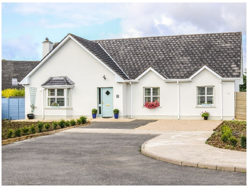 2 Castle Cove a holiday cottage rental for 6 in Dromahair,