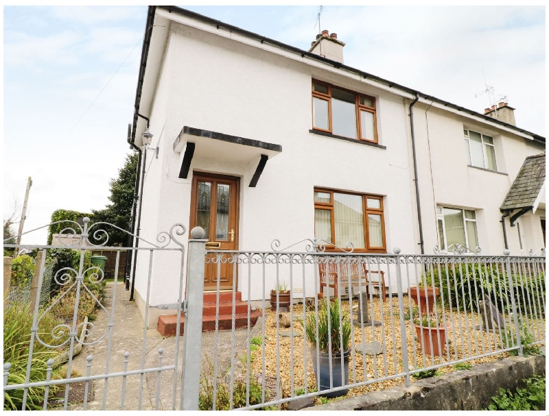 1 Hen Bont Road a holiday cottage rental for 4 in Criccieth,