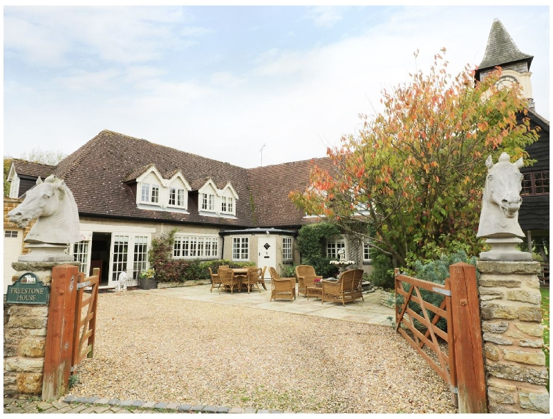 Freestone House a holiday cottage rental for 10 in Ashby St Ledgers,