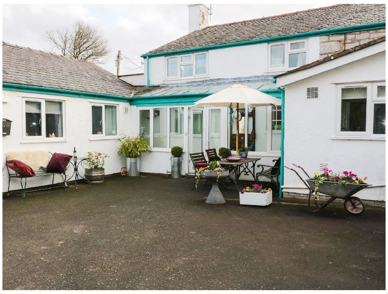 The Flat At Brwyn a holiday cottage rental for 4 in Brynford,