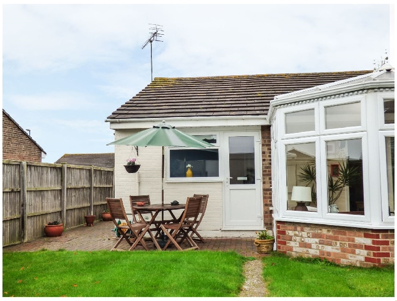 38 Merryfield Drive a holiday cottage rental for 4 in Selsey,