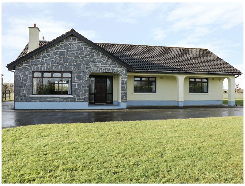 Castle View a holiday cottage rental for 6 in Oughterard,