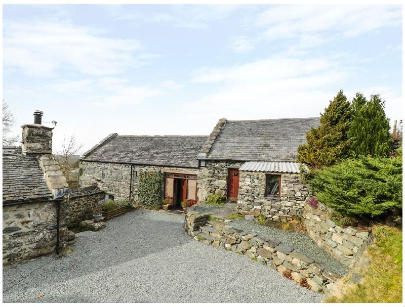 Ty Gwennol at Gilfach Goch a holiday cottage rental for 8 in Llanbedr,