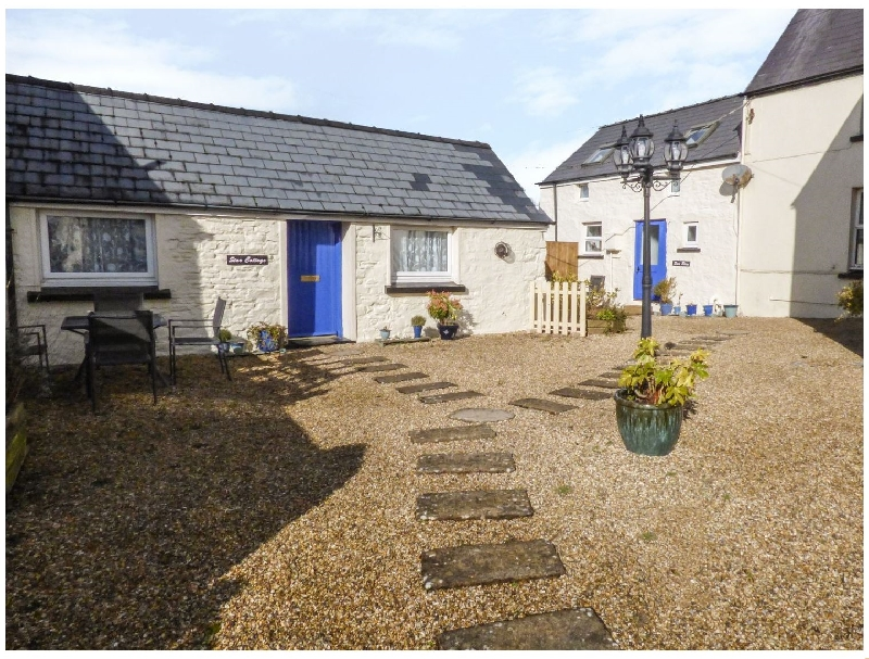 Sun Rise Cottage a holiday cottage rental for 4 in Saundersfoot,