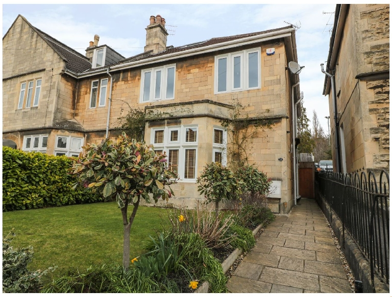 33 Crescent Gardens a holiday cottage rental for 12 in Bath,