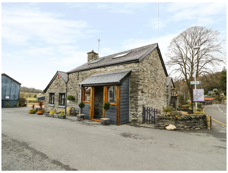 Efail Bach a holiday cottage rental for 2 in Furnace,