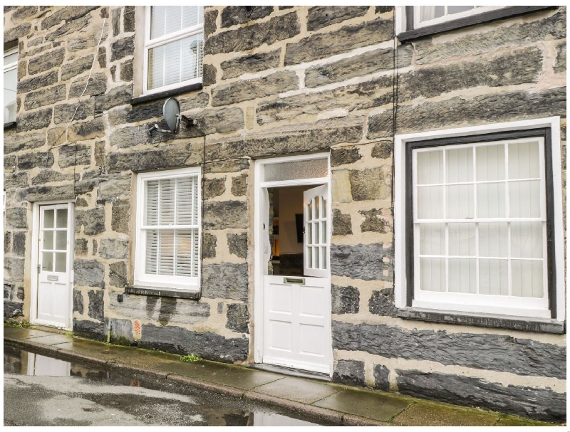 Llys Madoc a holiday cottage rental for 2 in Porthmadog,