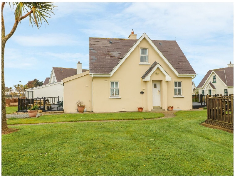 Driftwood Cottage a holiday cottage rental for 6 in Fethard-On-Sea,