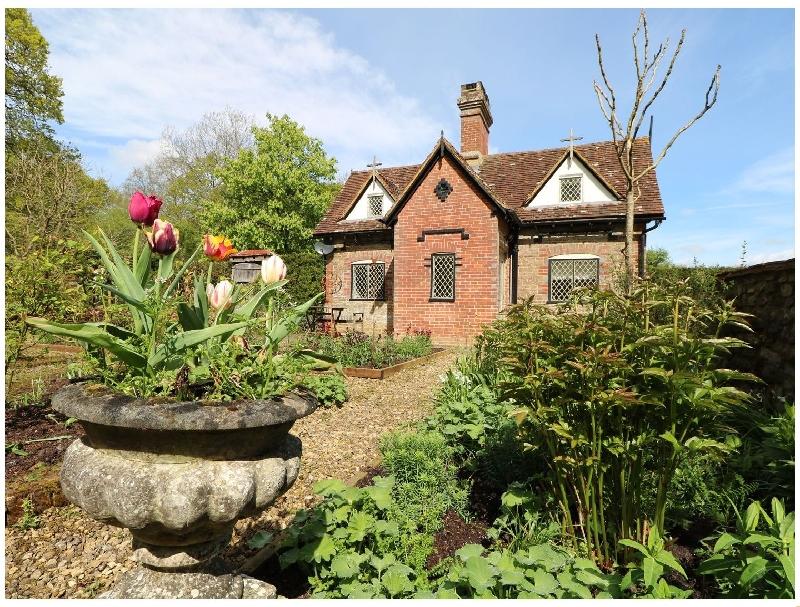 Keepers Cottage a holiday cottage rental for 7 in Billingshurst,