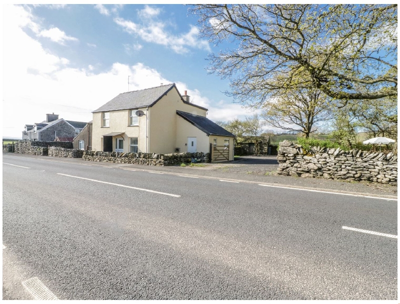 5 Ceirnioge Cottages a holiday cottage rental for 4 in Pentrefoelas,