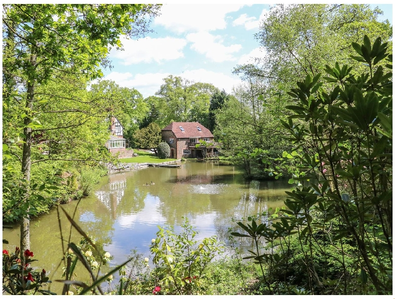Miswells Cottages - Lake View a holiday cottage rental for 6 in Turners Hill,