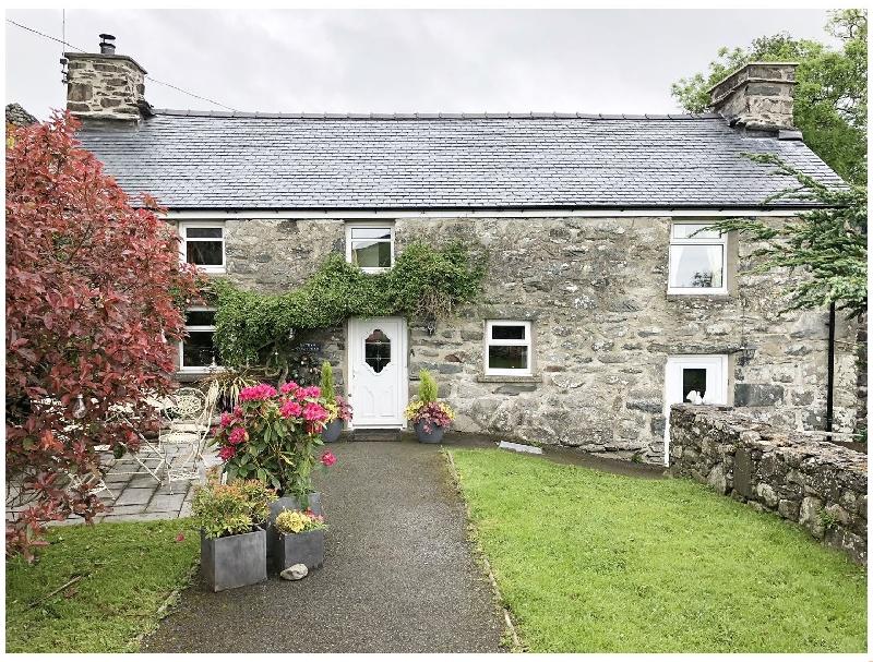 Cefn Uchaf Cottage a holiday cottage rental for 4 in Llanbedr,
