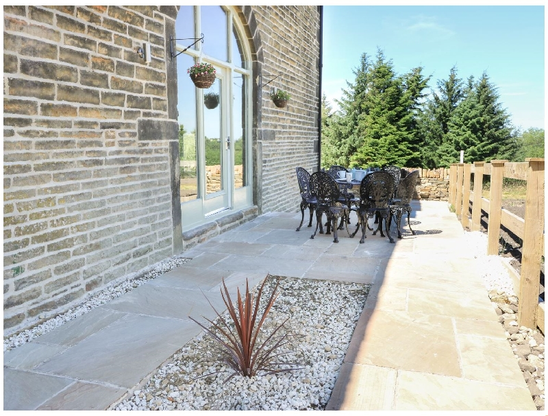 Oak Barn a holiday cottage rental for 7 in Meltham,