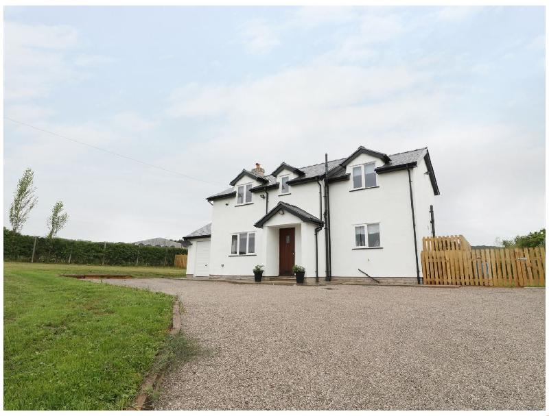 Maes Yr Haf a holiday cottage rental for 6 in Prestatyn,