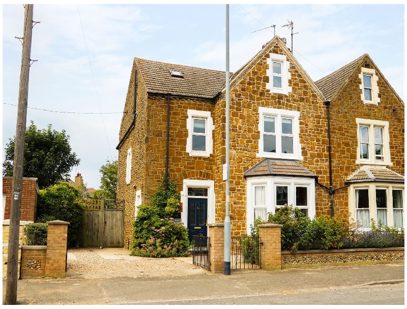 Tilly's Retreat a holiday cottage rental for 8 in Hunstanton,