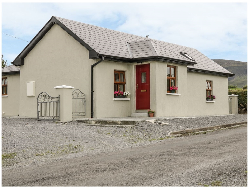 Mac's Cottage a holiday cottage rental for 4 in Mullaghmore,