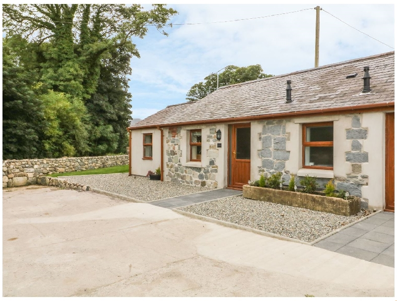 Y Beudy Cottage a holiday cottage rental for 4 in Clynnog Fawr,