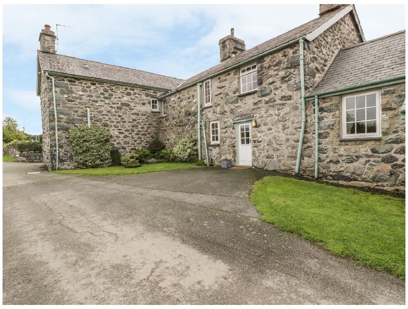 Gwrtheyrn a holiday cottage rental for 8 in Dyffryn Ardudwy,