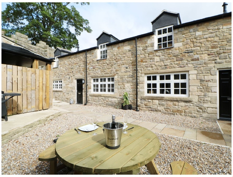 Arch Spa Stanhope Castle a holiday cottage rental for 4 in Stanhope,