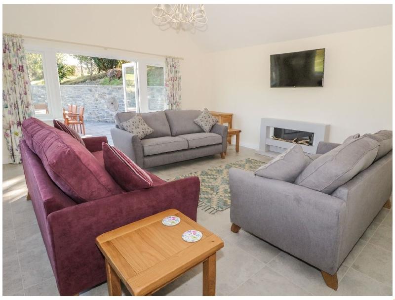 Ochr Y Garth a holiday cottage rental for 10 in Maenan ,