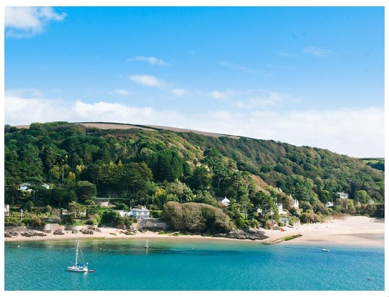 The Penthouse- Woodside Beach a holiday cottage rental for 4 in Salcombe,