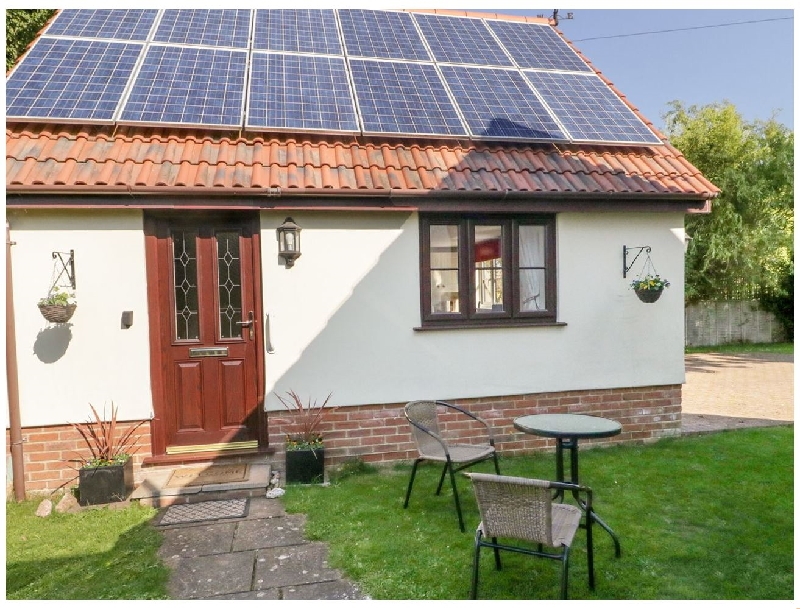 Little Woodcot a holiday cottage rental for 3 in Burton,