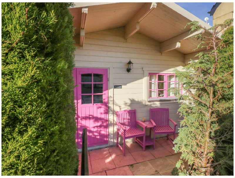 The Log Cabin a holiday cottage rental for 2 in Royal Wootton Bassett ,