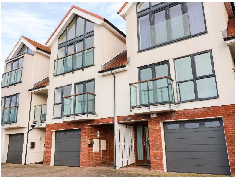 2 Glan Y Mor a holiday cottage rental for 6 in Llandudno,