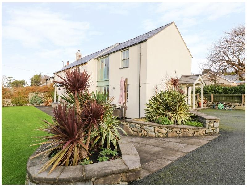 Tyn Y Buarth a holiday cottage rental for 7 in Dyffryn Ardudwy,