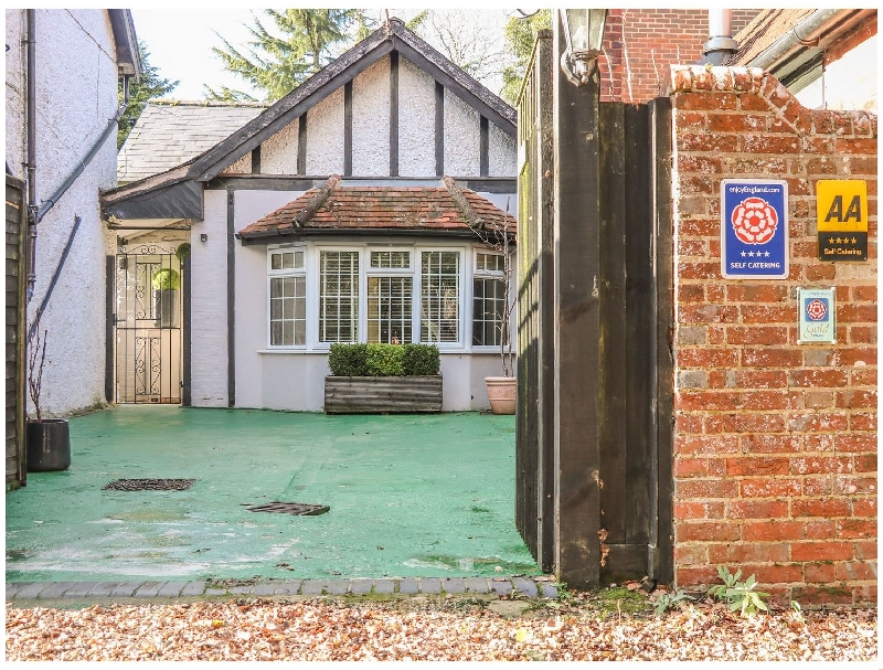 Woodend Annexe a holiday cottage rental for 6 in Fontwell ,