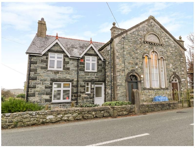 Capel Rehoboth a holiday cottage rental for 8 in Dyffryn Ardudwy,