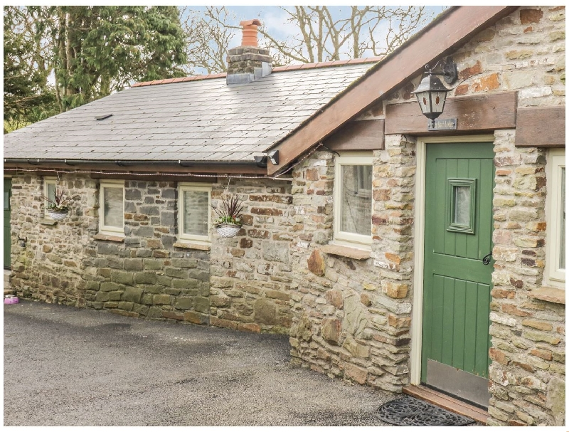 Caner Bach Lodge a holiday cottage rental for 4 in Blackmill,