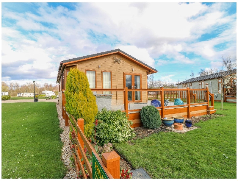 Lake View Lodge a holiday cottage rental for 4 in Barkston,