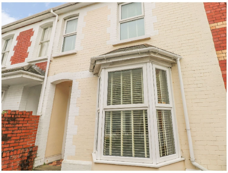 Sandy Cottage a holiday cottage rental for 6 in Porthcawl,