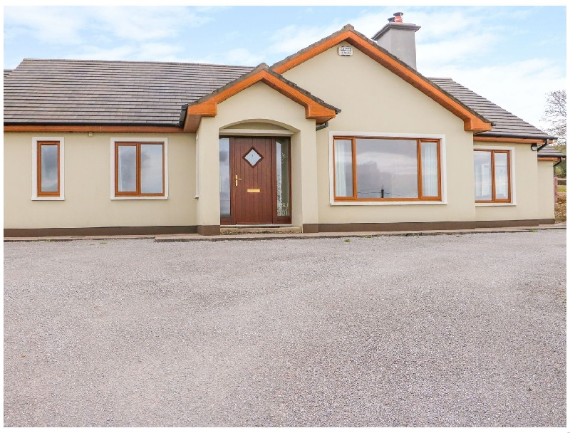 Rossanean a holiday cottage rental for 10 in Farranfore,