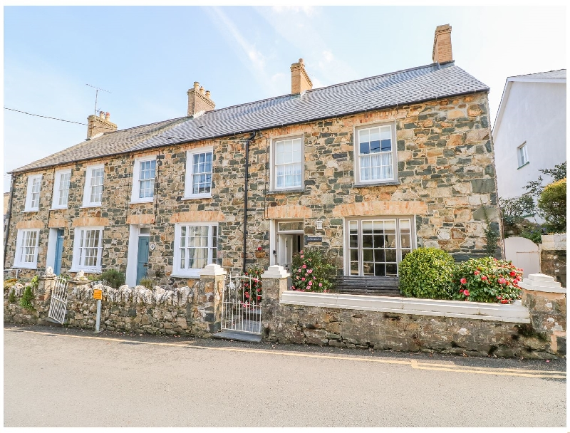 1 Bank Terrace a holiday cottage rental for 8 in Newport,