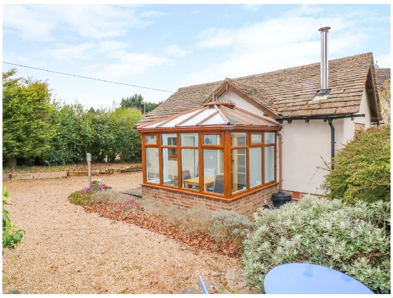 Lark's Lodge a holiday cottage rental for 2 in Bourton-On-The-Water,