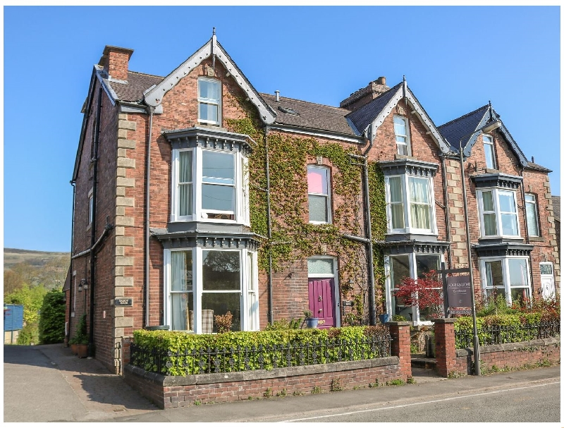 Talbot House a holiday cottage rental for 8 in Castleton,