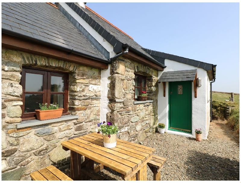 Ysgol Hill a holiday cottage rental for 2 in Fishguard,
