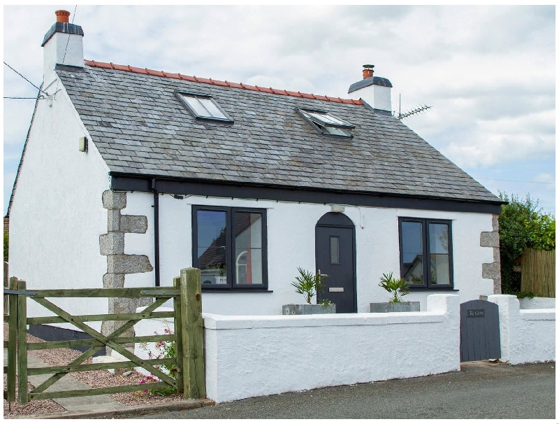 Ty Cefn a holiday cottage rental for 6 in Moelfre,